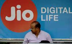 Vodafone Idea loses 34.6 lakh subscribers in Feb; Jio adds 62.5 lakh users- India TV Paisa