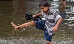 गुजरात के कई जिलों में भारी बारिश- India TV Paisa