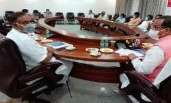उप-मुख्यमंत्री दिनेश शर्मा की तबीयत बिगड़ी, मीटिंग के बीच में आया नाक से खून- India TV Paisa