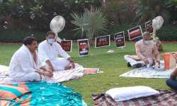 Rajya Sabha Deputy Chairman Harivansh brought tea...- India TV Paisa