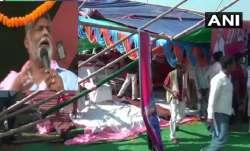 बिहार चुनाव: भाषण दे रहे थे पप्पू यादव, टूट गया मंच, देखिए वीडियो- India TV Paisa