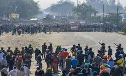 किसानों का दिल्ली कूच: पुलिस और किसानों में झड़प, आंसू गैस के गोले और वाटर कैनन का इस्तेमाल- India TV Paisa