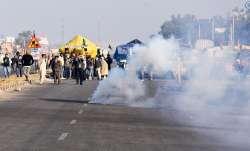 दिल्ली जाने की जिद पर अड़े किसान, बॉर्डर सील, बड़ी संख्या में पुलिस तैनात- India TV Paisa