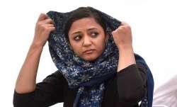 शेहला रशीद के पिता ने कहा- 'देश विरोधी गतिविधियों में शामिल है बेटी, मेरी जान को भी खतरा'- India TV Paisa
