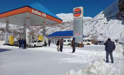 <p>Srinagar snowfall Freezing...- India TV Paisa
