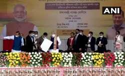 PM Narendra Modi gift to indigenous people of Assam प्रधानमंत्री नरेंद्र मोदी ने असम के भूमिहीन मूल - India TV Paisa