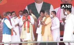 Mithun Chakrobarty joins BJP in PM Modi rally भारतीय जनता पार्टी में शामिल हुए मिथुन चक्रवर्ती- India TV Paisa
