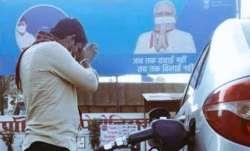 TMC की शिकायत पर ECI का एक्शन, पेट्रोल पंपों से हटेंगे PM मोदी की तस्वीर वाले विज्ञापन- India TV Paisa