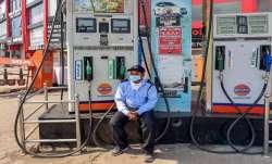 पेट्रोल डीजल की बढ़ी हुई कीमतों ने जनता का बुरा हाल कर रखा है। लेकिन अगर आपको 75 रुपए और 68 रुपए कमश- India TV Paisa