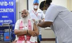 'मोटी सुई लगा रही हैं क्या?', वैक्सीन का टीका लगवाने से पहले PM मोदी ने नर्स को ऐसा क्यों कहा?- India TV Paisa
