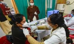 1 मई से 18 साल से ऊपर वाले भी लगवा सकेंगे कोरोना वैक्सीन, पीएम मोदी ने लिया फैसला- India TV Paisa