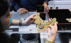 Gold price big fall today 26 April check 10 gram rate list- India TV Paisa