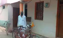 man ride bicycle for 13 hours to wife's last rite indore to agar madhya pradesh पत्नी की मौत, 13 घंट- India TV Paisa