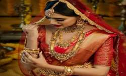 Gold price again decline rupees 229 sliver rupees 717 today 12 may citywise rate list- India TV Paisa