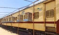 कोरोना के खिलाफ रेलवे ने तेज की जंग, 7 राज्यो के 17 स्टेशनों पर तैनात किए कोच- India TV Paisa