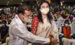 'अपनी मां से बोल दो, मैं एक दिन असम का मुख्यमंत्री बनूंगा', CM हेमंत की पत्नी ने याद की पहली मुलाकात- India TV Paisa