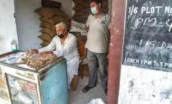 केंद्र ने राज्यों से राशन की दुकानें सभी दिन, देर तक खोलने की अनुमति देने को कहा - India TV Paisa