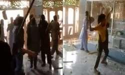 पाकिस्तान में भीड़ ने किया गणेश मंदिर पर हमला, मूर्तियों को नुकसान पहुंचाया- India TV Paisa