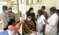 यूपी में मेगा वैक्सीनेशन ड्राइव, एक दिन में 20 लाख लोगों को लगेगी वैक्सीन- India TV Paisa