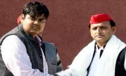 सपा नेता अदनान खान ने खुलेआम हिंदुओं को दी धमकी, कहा- 'औकात में रहो, आने दो अखिलेश भैया को'- India TV Paisa