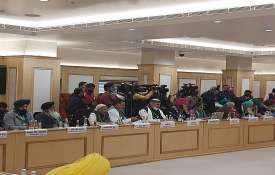 कृषि कानूनों को रद्द करने की मांग पर अड़ें किसान संगठनों और सरकार के बीच आज आठवें दौर की बातचीत हुई।- India TV Hindi