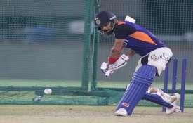 लक्ष्मण का मानना है कि भारत का बल्लेबाजी क्रम मजबूत है इसलिए कोहली को खुलकर खेलना चाहिए और अपने स्ट्- India TV Hindi