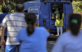 HDFC Bank deploys mobile ATMs to help people amid lockdowns- India TV Hindi