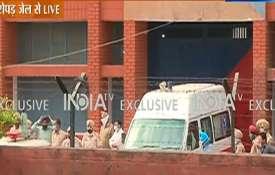 mukhtar ansari ambulance roopnagar jail uttar pradesh police मुख्तार अंसारी को एंबुलेंस में बैठाकर र- India TV Hindi