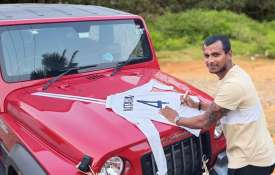 Anand Mahindra sent gift car to T Natarajan, in return he sent Gaba test jersey- India TV Hindi