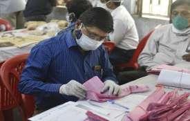 Polling officer counting Panchayat Election...- India TV Hindi