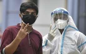 good news Coronavirus active cases reduces for the first time in second wave कोरोना: दूसरी लहर का पी- India TV Hindi