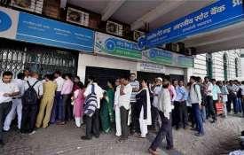 ATM से तय मुफ्त सीमा से अधिक बार पैसा निकालने पर 1 जनवरी से देना होगा ज्यादा शुल्क - India TV Hindi