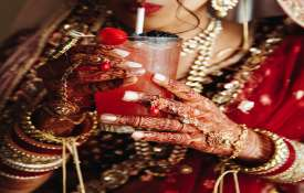 Good news Gold slips by Rs 31 silver tumbles Rs 372 today 3 august citywise rate- India TV Hindi