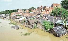 उत्तर प्रदेश के 500 से ज्यादा गांव बाढ़ से प्रभावित, 275 गांवों का संपर्क पूरी तरह से कटा - India TV Hindi