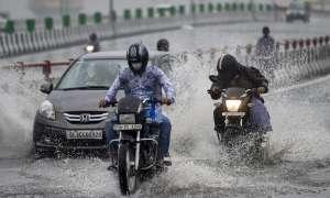 दिल्ली बारिश भारी बारिश के कारण दिल्ली के कई क्षेत्रों में जलजमाव