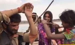 सुशांत सिंह राजपूत ने 'सोनचिड़िया' के सेट पर चाइल्ड आर्टिस्ट के साथ किया था नागिन डांस, वीडियो वायरल