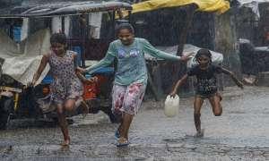 जम्मू-कश्मीर के पहाड़ी इलाकों में बर्फबारी, मैदानों में बारिश, मौसम विभाग ने जताया ये अनुमान