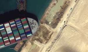 स्वेज नहर में पांचवें दिन भी फंसा हुआ है विशालकाय जहाज, हर घंटे हो रहा है 2800 करोड़ का नुकसान