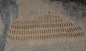 कोरोना के मरीजों की लाशों से पटा इस शहर का कब्रिस्तान, रात में भी दफनाई जा रहीं लाशें