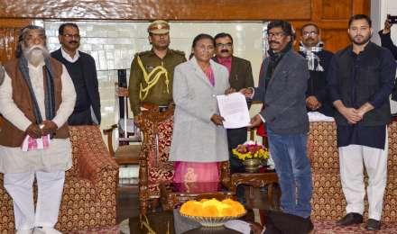 हेमंत सोरेन ने सरकार बनाने का दावा पेश किया, 29 दिसंबर को लेंगे मुख्यमंत्री पद की शपथ