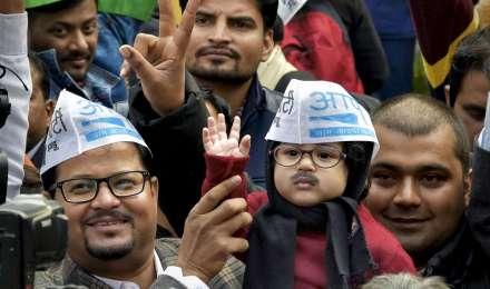 अरविंद केजरीवाल के शपथ ग्रहण में शामिल होंगे बेबी मफलरमैन, 'आप' से मिला खास न्योता