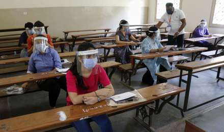 UP BEd Entrance Exam 2020 : बीएड प्रवेश परीक्षा के लिए कोरोना गाइडलाइन, छात्रों को मिलेगी ये सुविधाएं