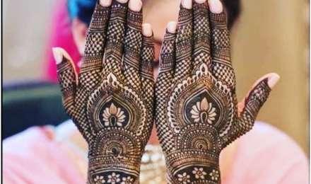 Karwa Chauth Mehndi Design: करवाचौथ पर हाथों में लगाएं खूबसूरत मेहंदी, ये हैं ट्रेंडी डिजाइन्स