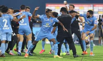 ISL-7 : पहले सेमीफाइनल में मुम्बई का गोवा से सामना, मोहन बागान के सामने नॉर्थईस्ट की चुनौती