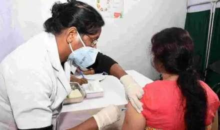 कोविड-19 टीके की पहली खुराक के बाद 65 प्रतिशत तक कम हो जाता है खतरा: अध्ययन