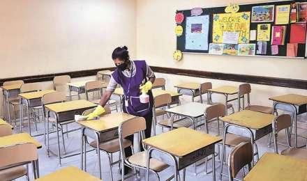 कोविड-19: स्कूल बंद होने पर कुछ प्राचार्यों ने प्रायोगिक परीक्षा बाधित होने पर जताई चिंता