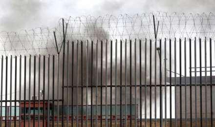 उपद्रव के बीच जेल से फरार हुए 90 कैदी, लगाना पड़ा कर्फ्यू