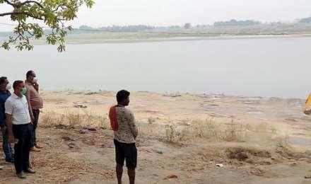 बिहार में गंगा से अब तक निकाले गए 73 शव, सभी यूपी से बहकर आए