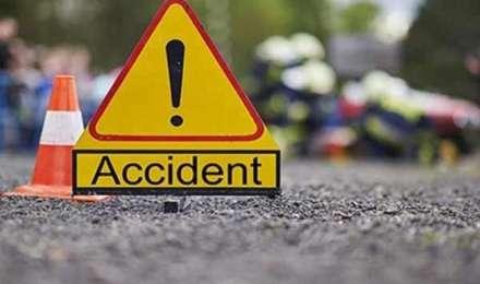 महाराष्ट्र: डिवाइडर से टकराने के बाद तेल टैंकर 4 वाहनों से टकराया, तीन लोग घायल