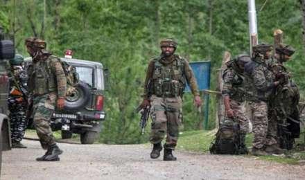 जम्मू-कश्मीर: सेना के ऑपरेशन में पाकिस्तानी आतंकी जिंदा पकड़ा गया, एक ढेर, तीन जवान घायल